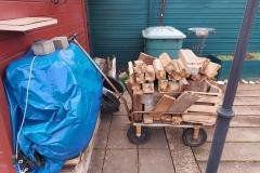 Genug Holz vor der Hütte, um...