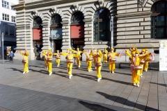 Meditationsgruppe in der Innenstadt