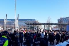 Blick auf die Querdenken-Veranstaltung auf dem Augustusplatz