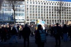 "Querdenker ziehen durch die Kundgebung ""Leipzig nimmt Platz"""